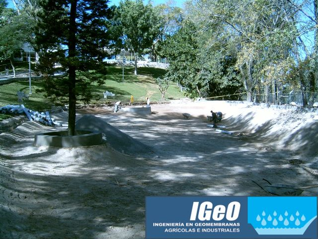 Lago artificial construcci n geomembranas igeo for Construccion de lagos artificiales
